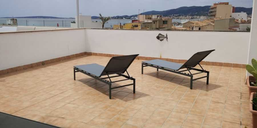 Top floor apartment with fabulous sea views from roof terrace in Molinar