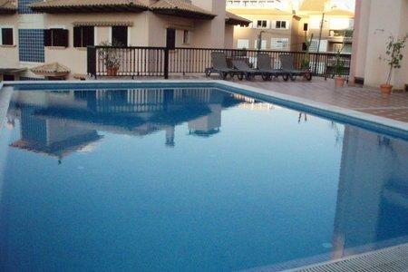 Bonito apartamento con tres dormitorios y piscina en La Bonanova