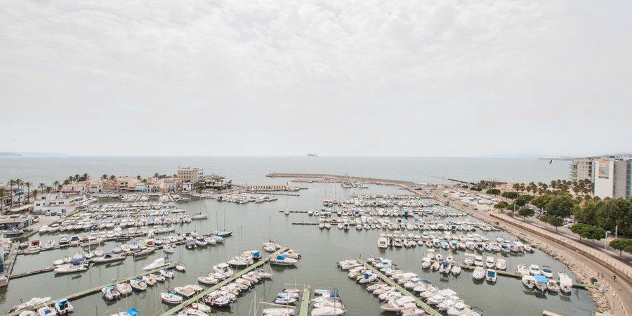 Stor lägenhet med havsutsikt i Portixol