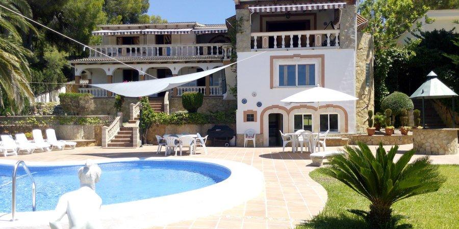 Charmigt hus med havsutsikt i Santa Ponsa