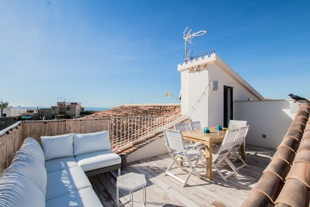 Modernly renovated penthouse in Molinar