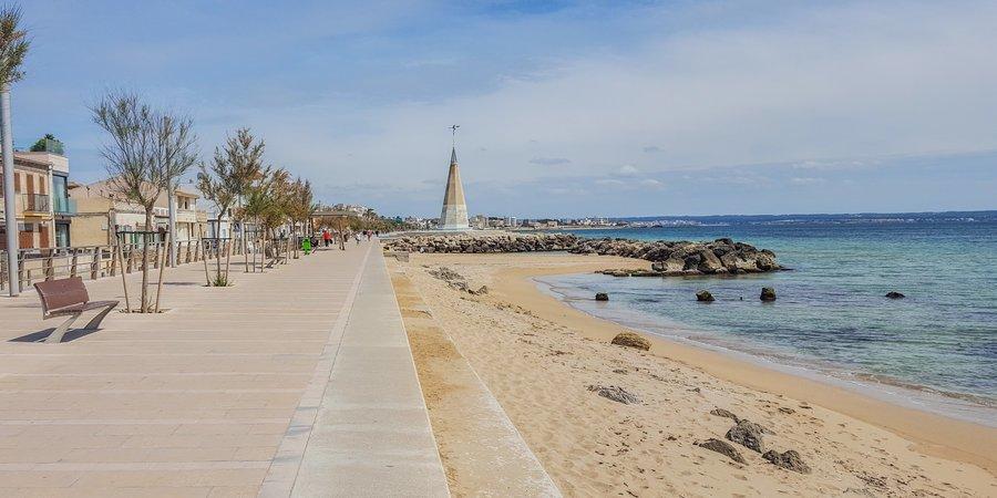 Stor och ljus villa med havsutsikt i Molinar