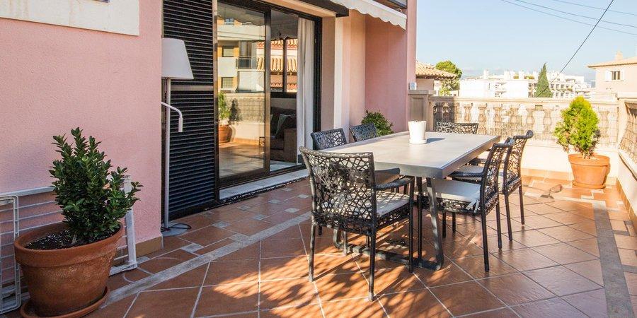 Apartamento espacioso con múltiples terrazas y vistas al mar en Bonanova