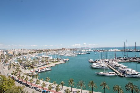 Modern sea view apartment in Paseo Maritimo