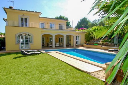 Beautiful villa with pool and garden in Santa Ponsa