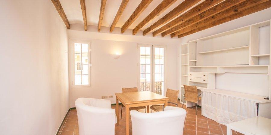 Agradable piso de dos habitaciones en el casco antiguo