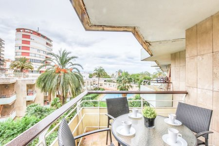 Lovely two bedroom apartment in Paseo Marítimo