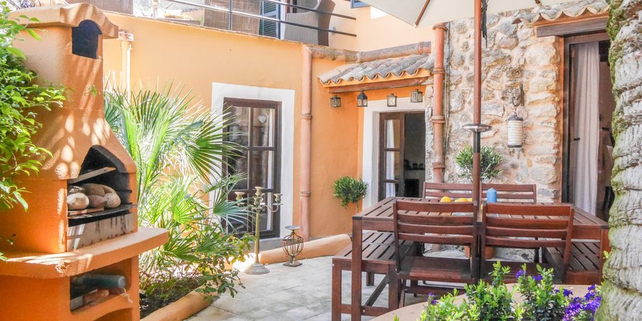 Charming and bright townhouse in Puigpunyent
