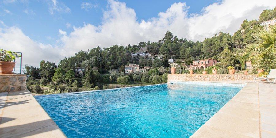 Hermosa villa con piscina en Puigpunyent
