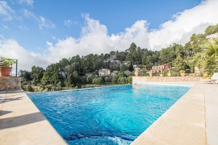 Beautiful villa with pool in Puigpunyent