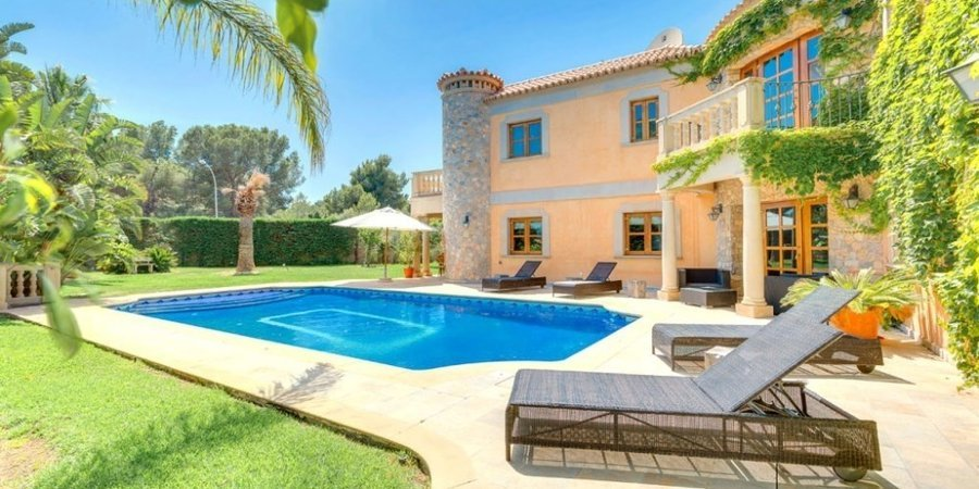 Maravillosa villa con vistas al mar con piscina privada y jardín en Sol de Mallorca