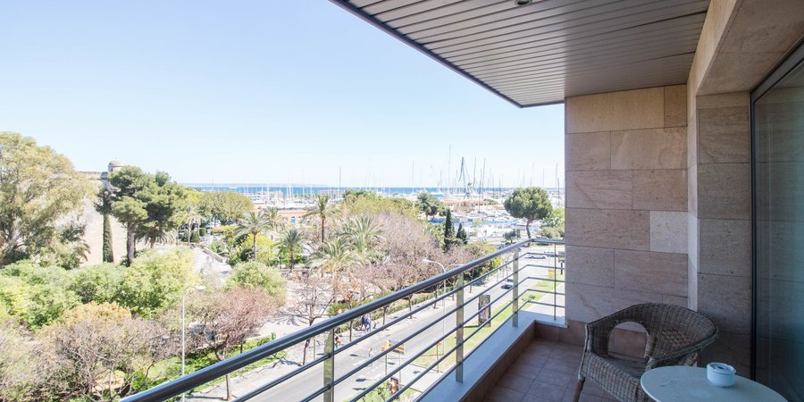 Stylish sea view apartment with terrace and parking in Santa Catalina