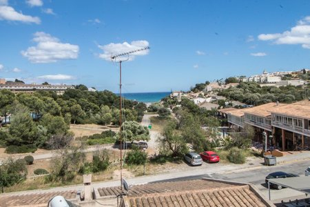 Bright sea view apartment close to the beach in Cala Mendia
