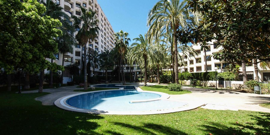Extensive sea view penthouse in Paseo Maritimo