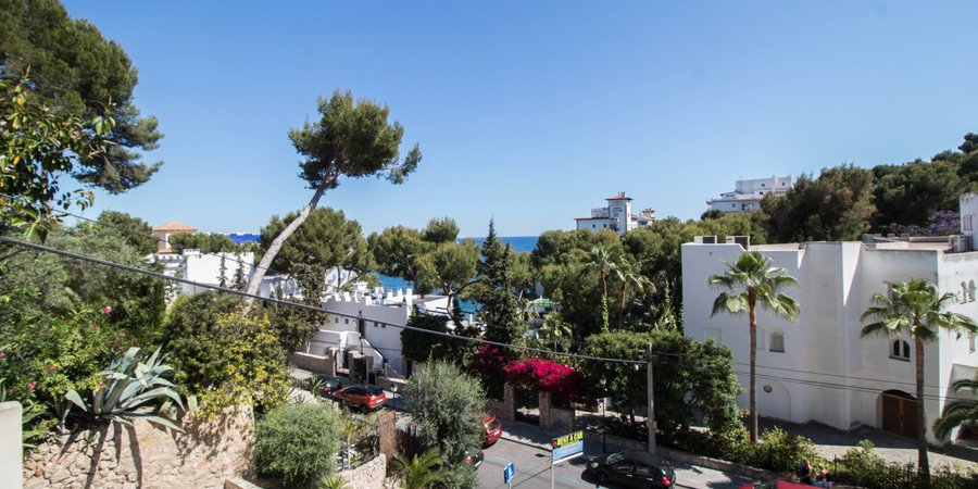 Sea view apartment with terrace in Illetas