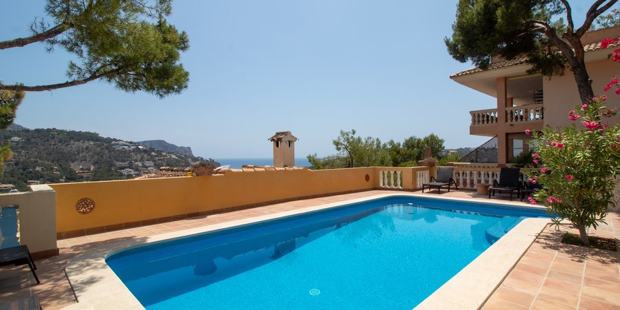 Sea view townhouse with pool in Port Andratx