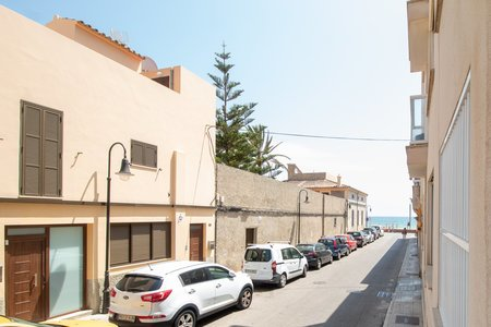 Nice three bedroom apartment close to the beach in Molinar