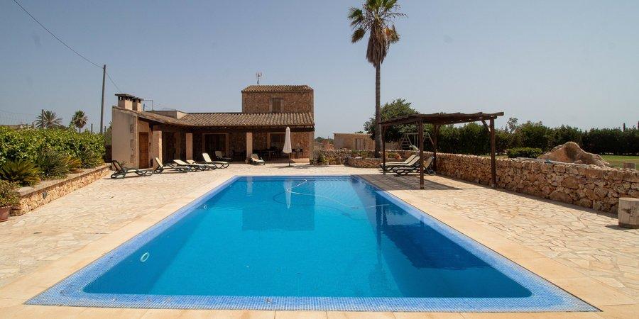 Underbar medelhavsvilla med pool och trädgård i Campos
