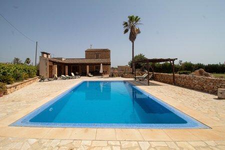 Schöne mediterrane Villa mit Pool und Garten in Campos