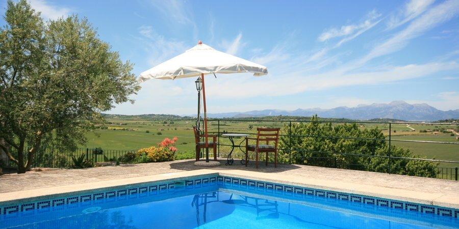 Schönes Landhaus mit Pool und Garten