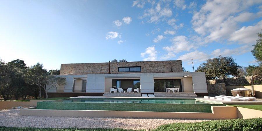 Villa minimalista con vistas panorámicas