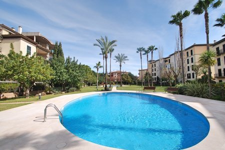 Luminoso piso en un hermoso complejo con piscina