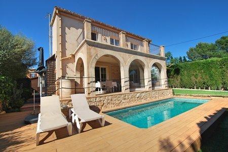 Nice house with pool in Sa Cabaneta
