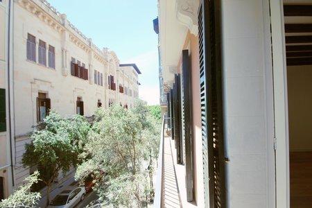 Nyrenoverad lägenhet i Gamla stan