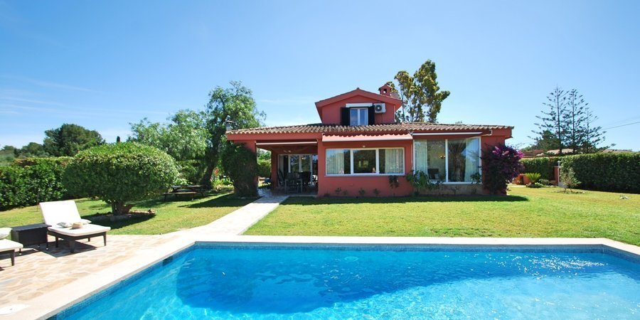 Charming villa with pool and garden near the golf course