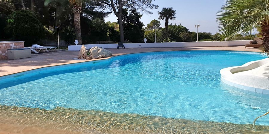 Villa i S´Aranjassa med pool och trädgård