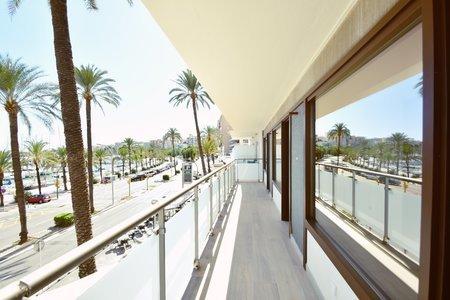 Renoverad lägenhet med hög kvalitet och utsikt över hamnen