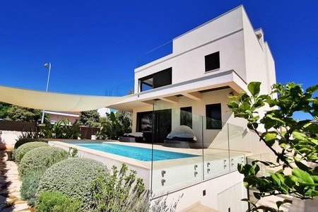 Modern sea view villa in Ciudad Jardin
