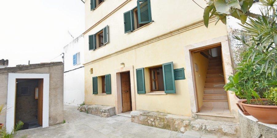Pretty village house in Genova