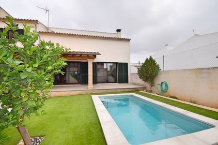 Modern town house in Consell