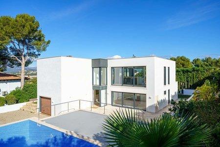 Modern villa i ett populärt bostadsområde